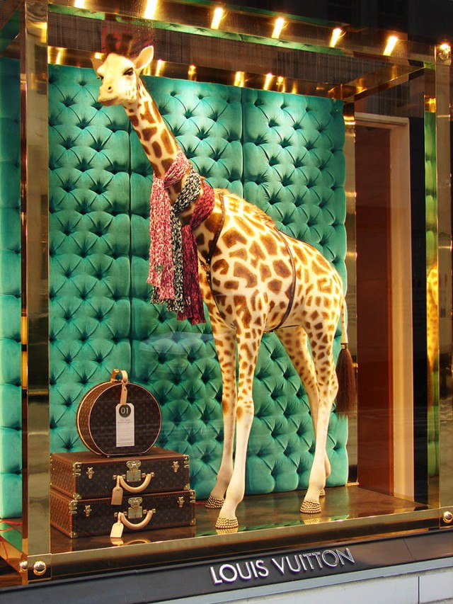 Louis-Vuitton-vitrine-1