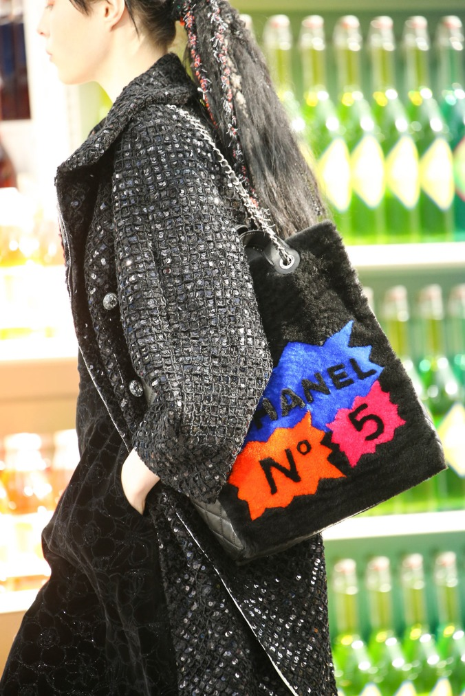 supermarket-chanel-fashion-show (23)