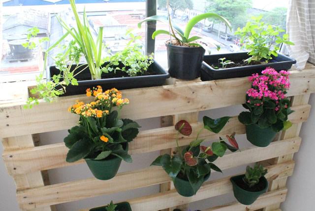 Diy jardim vertical de pallet for Jardineras con palets de madera