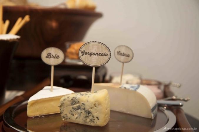 mesa-queijos-e-vinhos-1